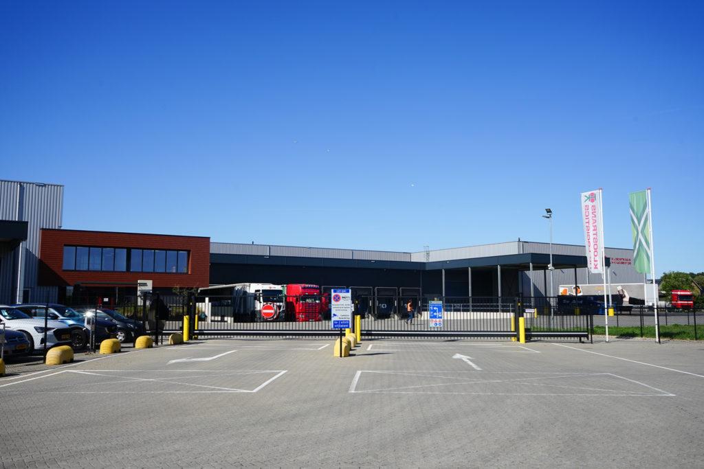 Kantoorpand en grote fabriekshallen HK Logistics